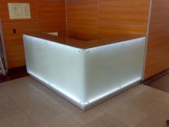 стекло стойка бара с подсветкой